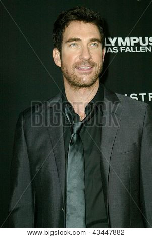 LOS ANGELES - MARCH 18: Dylan McDermott arrives at the premiere of