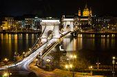 Постер, плакат: Вид на Цепной мост Будапешт ночью