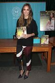 LOS ANGELES - MAR 16:  Jessica Alba at the booksigning of her book