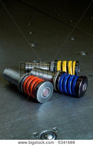 Punzones de metales suspendidas