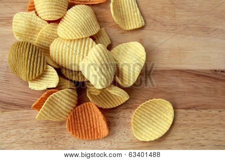 Delicious veggie chips on wood
