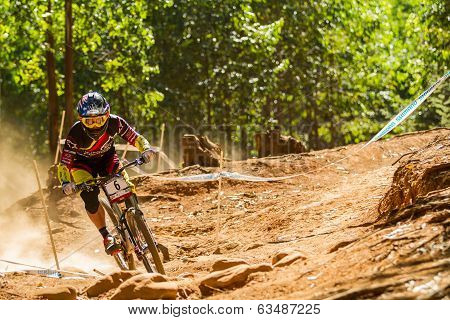 Cornering on downhill track