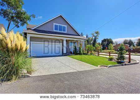 House With Beautiful Curb Appeal. Washington Real Estate.