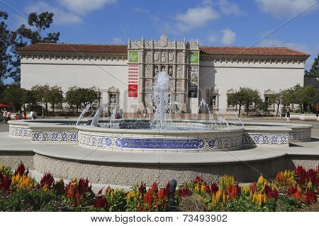 San Diego Museum of Art and Plaza de Panama Fountain in Balboa Park in San Diego