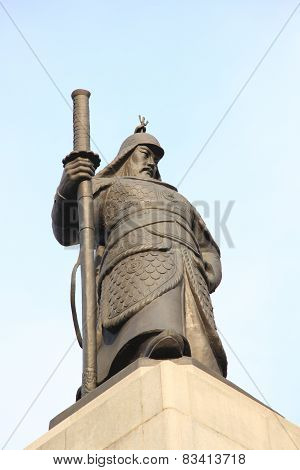 Statue of the Admiral Yi Sun-Sin in downtown Seoul, South Korea