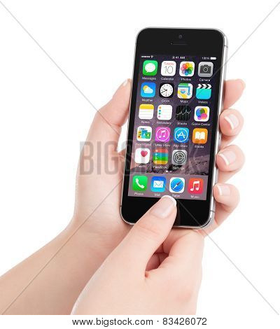 Apple Space Gray Iphone 5S With Ios 8 Homescreen On The Display In Female Hand, Designed By Apple In