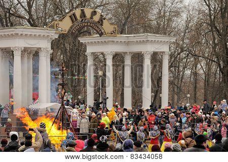 Orel, Russia, Maslenitsa Festival - 22 February, 2015: Kostroma Or Straw Lady Maslenitsa In Fire, Du