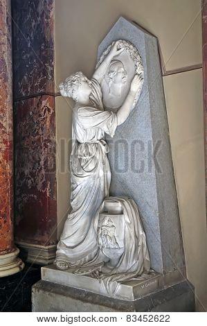 Ancient Sculptures Of Women