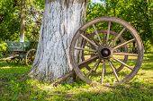 foto of wagon wheel  - Close - JPG