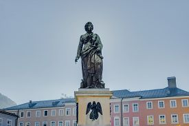 foto of mozart  - Mozart statue located on Mozart Square  - JPG