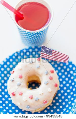 american independence day, celebration, patriotism and holidays concept - close up of glazed sweet donut decorated with flag and juice in disposable tableware at 4th july party from top
