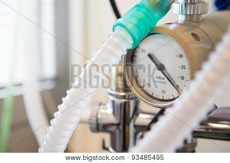 Oxygen in surgery room