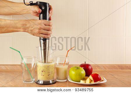 Hands chefs prepared fruit smoothie in blender