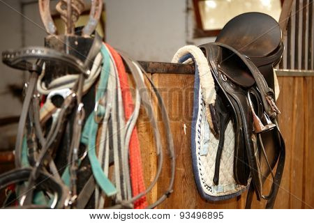 Photo of saddle in stall, in loose-box.