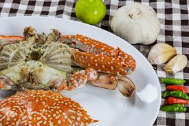 picture of cooked blue crab  - Close up face of streamed blue crabs with spicy herb  - JPG