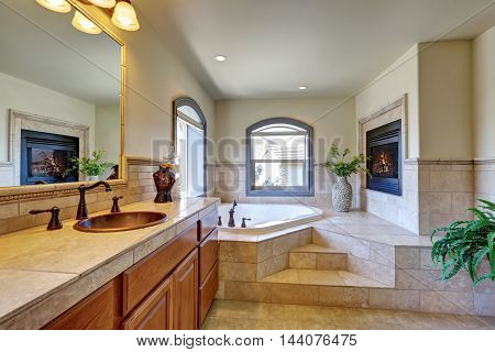 Great Bathroom Interior In Luxury House.