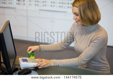 customer and optician paying for your glasses