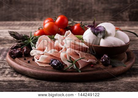 Fresh Prosciutto With Basil And Mozzarella