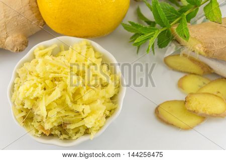 Raw Ginger Root, Lemon And Parsley