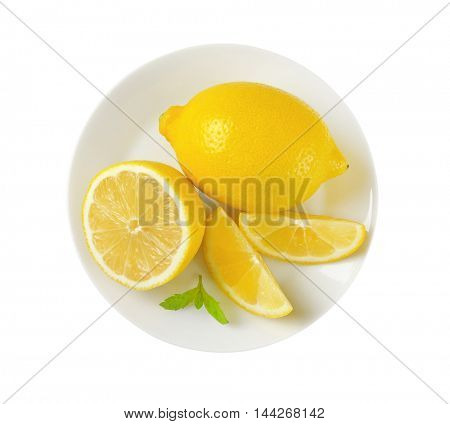 plate of whole and sliced lemons