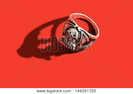 A ring with the figure of a skull
