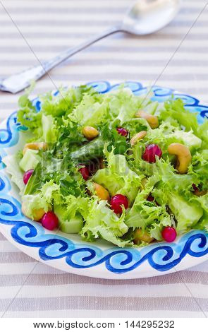Fresh Frisee Salad with Red Currants and Cashews