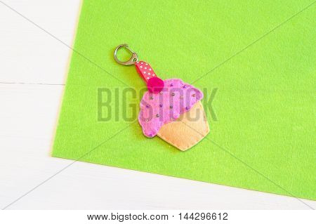 Kids keychain. Felt cupcake. Handmade felt cupcake keychain for handbag or briefcase. Simple felt diy