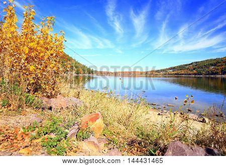 Autumn foliage along rocky lake shoreline at Devil's Lake State Park