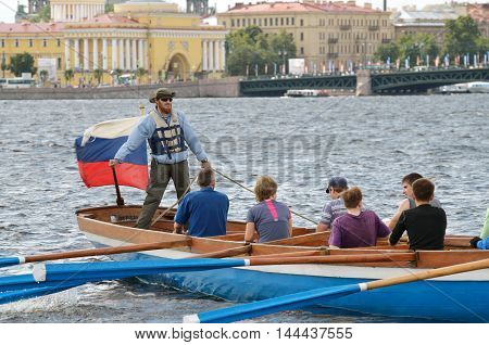 13.08.2016.Russia.Saint-Petersburg.Team of rowers in a boat under the command of the captain.