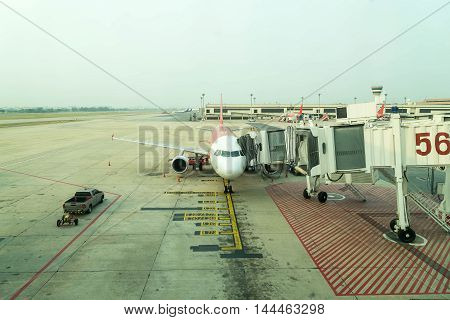 air plane standby for take off at the air port