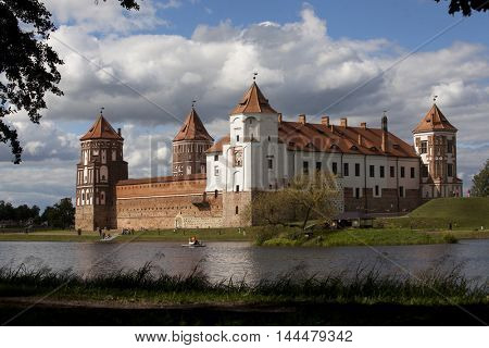Mir Castle - fortification and residence in the urban village world