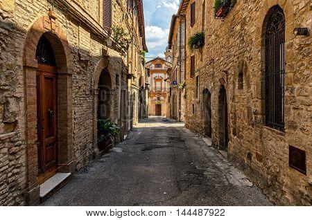 Bevagna (Umbria) Chiesa di Santa Margherita alley view