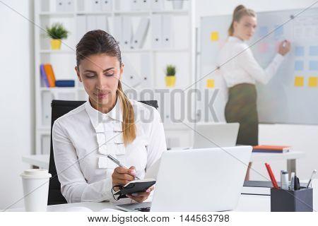 Cooperating Businesswomen