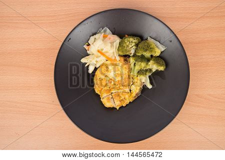 Chicken grilled none oil low fat with bloccoli corn and carrot healthy clean food