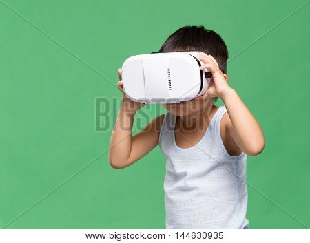 Little kid uisng virtual reality device