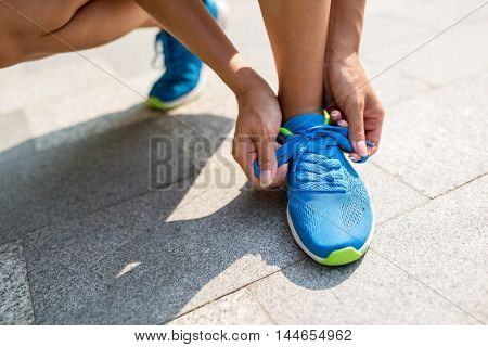 Woman trying the shoestrings
