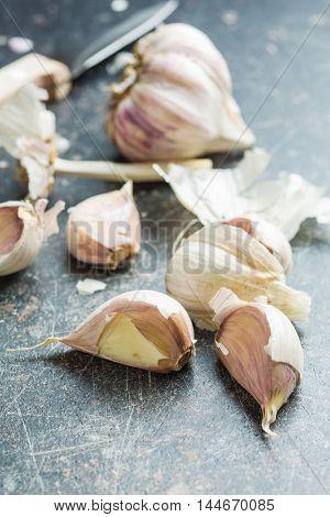 The fresh garlic on kitchen table.