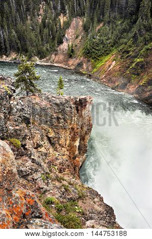 Yellowstone River rushes to turn a curve in