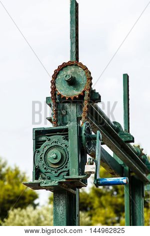 The old mechanism for shutoff of water in the channel, the chain