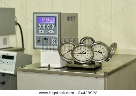 Thermostat laboratory.