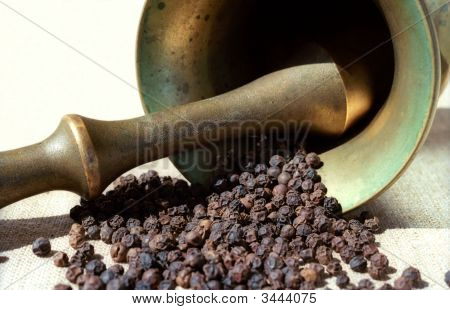 Pepper, Pounder And Pestle
