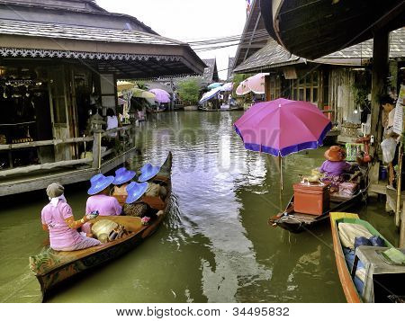 The Pattaya's 4 Regions Floating Market