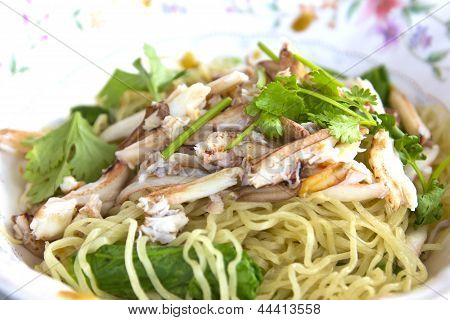 Egg noodle with crab meat