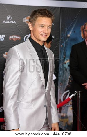 LOS ANGELES - APR 11:  Jeremy Renner arrives at