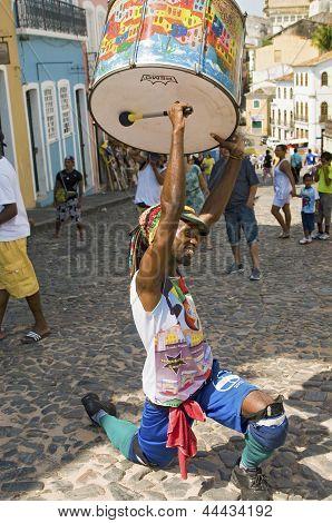 Samba street performer