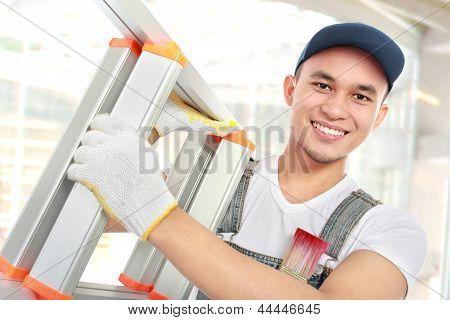 Trabalhador com escada