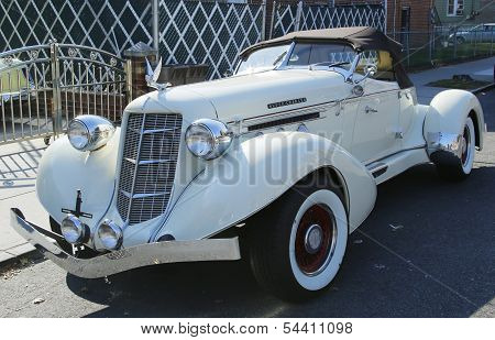 1935 Auburn 851 Speedster Boat Tail car