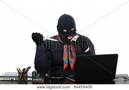Burglar Threatens Murder By Cell Phone