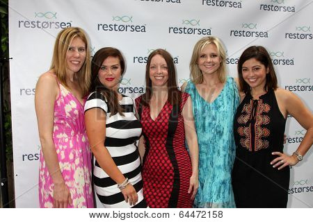 LOS ANGELES - MAY 3:  Susan Ward, Friends at the RESTORSEA Gifting of Skin Care Product at NEMO on May 3, 2014 in West Hollywood, CA