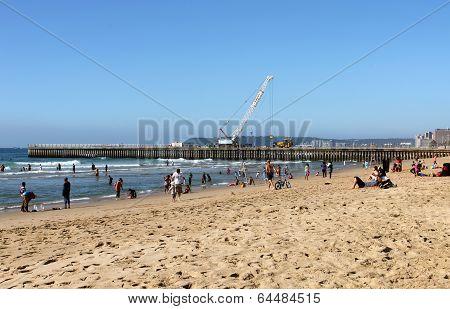 Msany People Enjoy Sunny Day On Beach